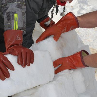 Ladrillos de nieve prensada / Associació de Constructors d'Iglús de Catalunya