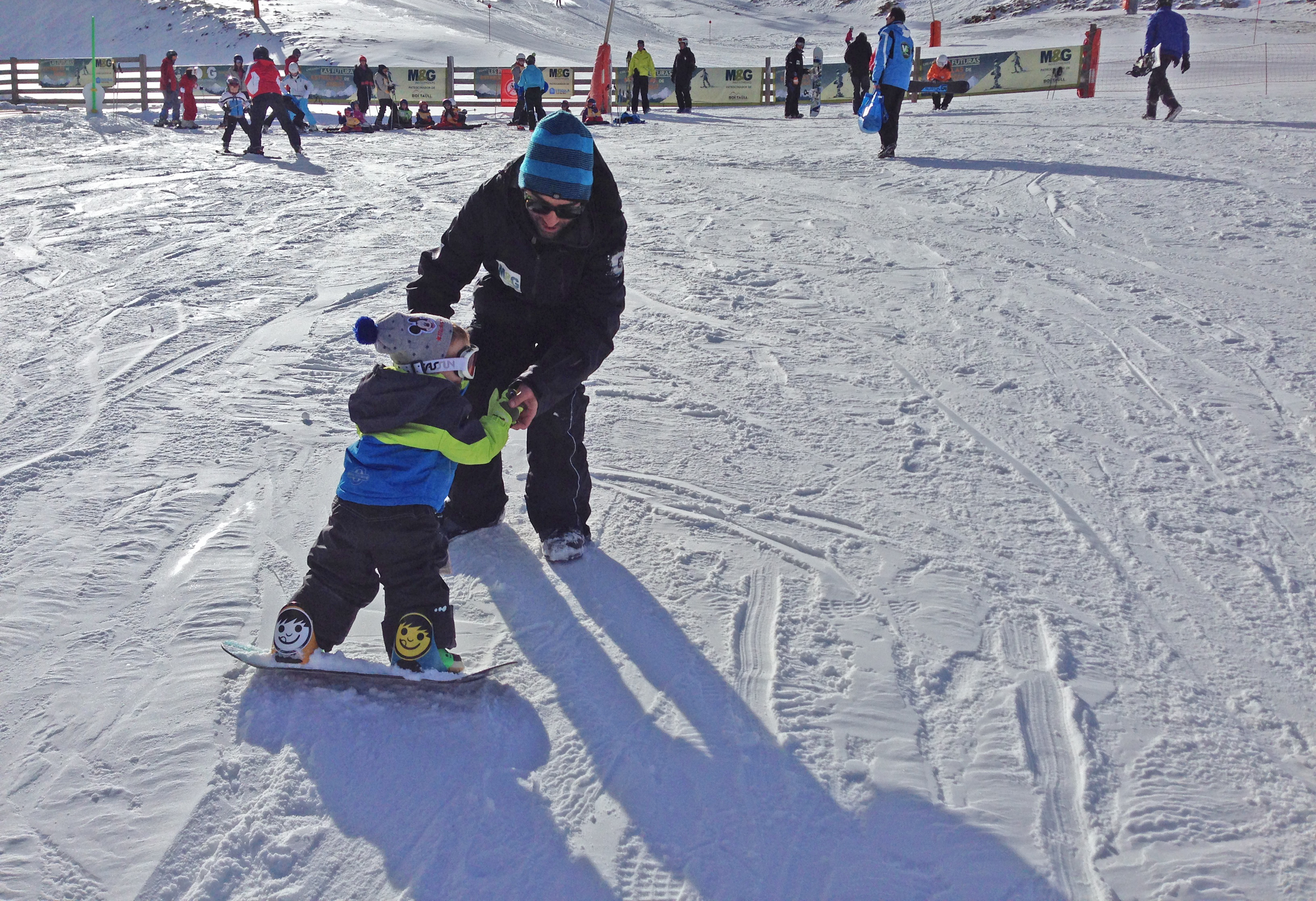 Snowboarding for children. © Boí-Taüll Resort