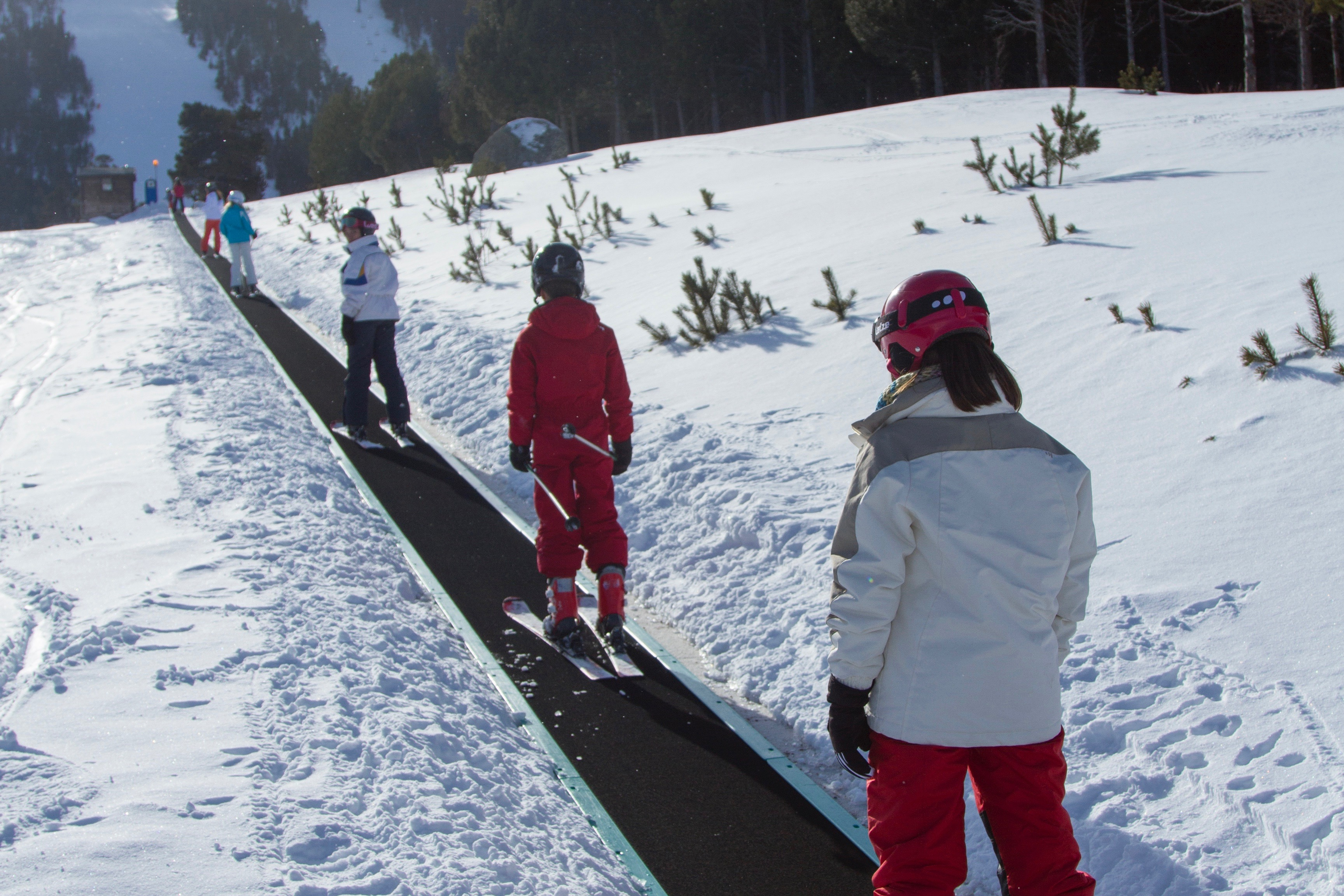 Beginners skiing in Espot.© FGC